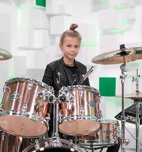 """11-metė būgnininkė Fausta Šukytė grodama iškirstame miške klausia: """"Kodėl""""?"""