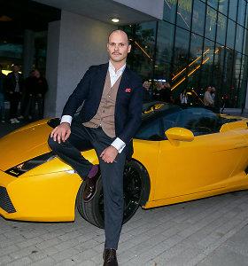 """Audrius Bružas į filmo premjerą atvyko įspūdingu """"Lamborghini"""": filmavimo metu vos iš jo neišvirto"""
