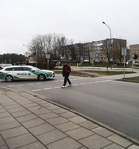 Klaipėdoje vaikinas su BMW perėjoje nubloškė mažametę – sužeista pėsčioji šliaužte pasiekė šaligatvį