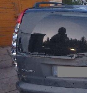 """Girtas """"Volvo"""" valdytojas surengė """"slėpynes"""": sukėlė avariją, spruko, bet gerai nepasislėpė"""