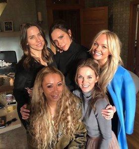 """""""Spice Girls"""" skelbia apie naujus turo koncertus, gerbėjai šluoja bilietus"""
