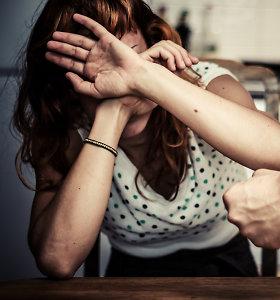 Visagine nepilnametis sulaužė stuburą neblaiviai motinai: pareigūnams aiškinasi abu