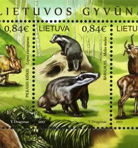 Ant pašto ženklų nuguls elnias, kiškis ir barsukas