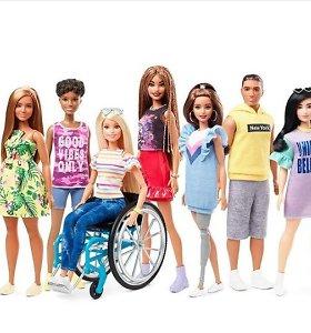 Naujoji lėlė Barbė – neįgaliojo vežimėlyje ir su kojos protezu