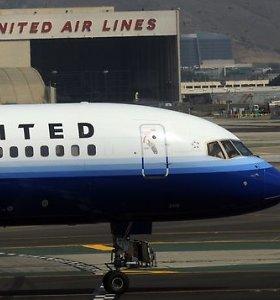 """Škotijoje prieš skrydį sulaikyti du galimai apsvaigę """"United Airlines"""" pilotai"""