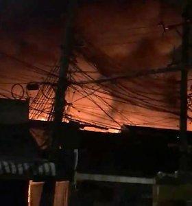 Bankoko populiarų Čatučako turgų nusiaubė gaisras