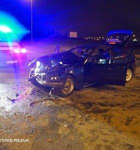 Savaitgalį po susidūrimo žuvo jaunas vairuotojas, keliuose sužeisti dar 49 žmonės