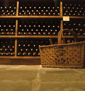Prancūzijoje vyno butelis parduotas už rekordinę kainą: kainavo daugiau nei 100 tūkstančių eurų