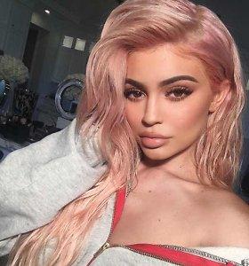 """Kylie Jenner nustojus naudotis """"Snapchat"""", programėlės vertė krito 1,3 mlrd. JAV dolerių"""