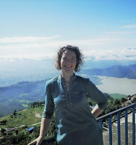 Nepale savanoriaujanti Monika – apie kultūrų skirtumus, baltojo gelbėtojo įvaizdį ir kodėl jos du diplomai čia beverčiai