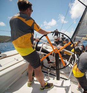 """Karibų regatoje netrūksta ekstremalių situacijų: dvi jachtos susidūrė, o """"Ambersail 2"""" lydi sėkmė"""