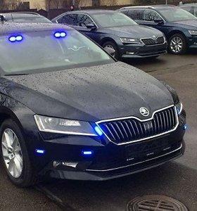 """Nauji Latvijos kelių policijos ginklai – nežymėti """"Subaru Forester"""" ir """"Škoda Superb"""""""