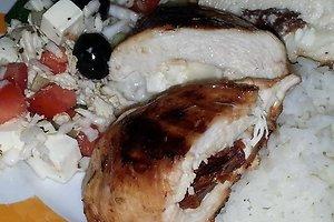 Vištienos krūtinėlė įdaryta mocarela ir saulėje džiovintais pomidorais (Ingos B. receptas)
