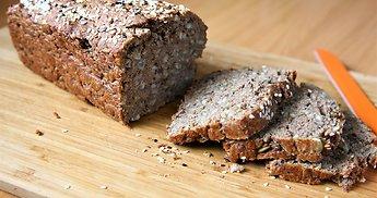 Naminė ruginė duona su sėklomis ir kefyru