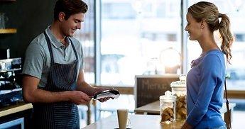 Kodėl sezoniniams verslams verta įsidiegti mokėjimus kortelėmis?