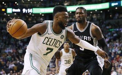 """""""Olympiacos"""" ir """"Anadolu Efes"""" pasipildė NBA patirties turinčiais krepšininkais"""