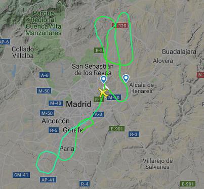 """nuotr. flightradar24.com/""""Žalgirio"""" lėktuvo viražai danguje"""