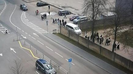 Vilniuje per karantiną nufilmuota gausi laidotuvių procesija