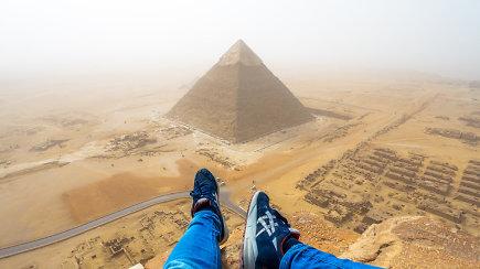 Vaikinas nufilmavo savo nelegalų žygį į Cheopso piramidės viršų