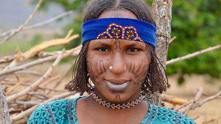 Ekspedicija Afrika: Kamerūnas – ateitį nuspėjantis žiniuonis, neįprastos architektūros namai ir ryškūs genčių žmonės