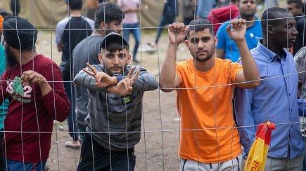 Diena su migrantais stovykloje: Suprantame jūsų baimę, bet nevadinkite mūsų nusikaltėliais
