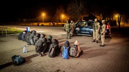 """Marcinkonyse sulaikyti migrantai: """"Prie sienos mus vežė Baltarusijos kariškiai"""""""