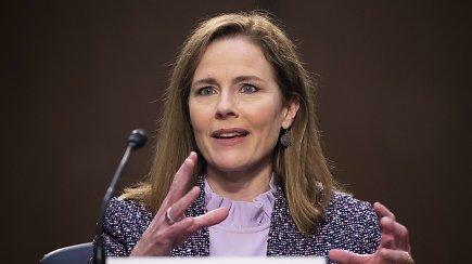Sulaukusi netikėto klausimo apie skalbinius, kandidatė į JAV Aukščiausiąjį teismą prapliupo juoku