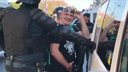 Pareigūnų sulaikytas Laurynas Ragelskis šypsojosi kameroms