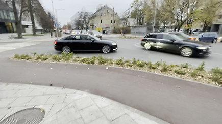 Eismo chaosas Vytenio ir Naugarduko gatvių sankryžoje Vilniuje, ją pavertus žiedine