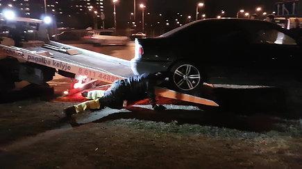 Su autobusu susidūrusį BMW išvežė techninė pagalba