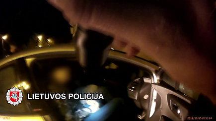 Klaipėdos policija viešina vaizdo įrašą, kaip reido metu mirė 20-metis