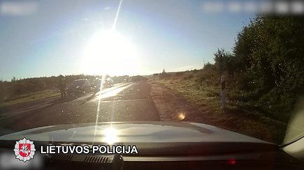 """""""Renault"""" gaudynės Vilniaus rajone baigiasi kraupia avarija be kraupių pasekmių"""