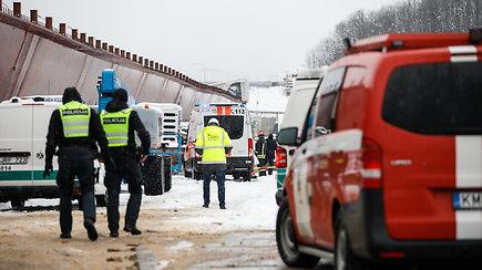 Tilto per Nerį statybvietėje griuvo pastoliai – žuvo darbuotojas, dar 3 sužeisti
