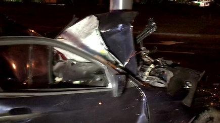 Kaune į stulpą atsitrenkus BMW žuvo trys žmonės