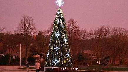 Žiemiškoms šventėms pasidabinusi Neringa: gyventojai atskleidė, kaip ruošiasi šventėms
