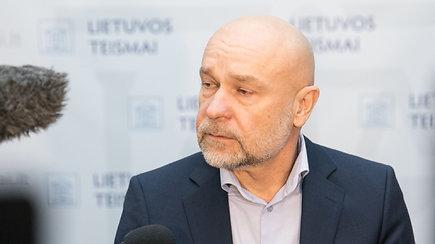 Teisėjas A.Cininas paaiškina sprendimą N.Venckienę paleisti į laisvę