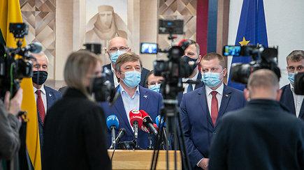 Partijų lyderiai šaltai reaguoja į R.Karbauskio pasitraukimą: vadina planuotu žingsniu, abejoja jo žodžiu