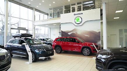 """Alytaus """"Škoda"""" automobilių salone galima pamatyti išskirtines miesto visureigių """"Kodiaq"""" ir """"Karoq"""" versijas"""