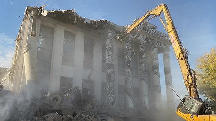 Pradėtos griauti Profsąjungų rūmų kolonos
