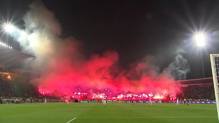 """Neįtikėtini """"Crvena Zvezda"""" futbolo sirgaliai užkūrė tikrą pragarą Belgrade"""