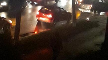 Kaune automobilis partrenkė moterį