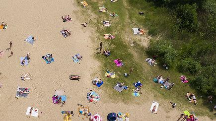 Karščiu alsuojančiuose Vilniaus paplūdimiuose – minios poilsiautojų