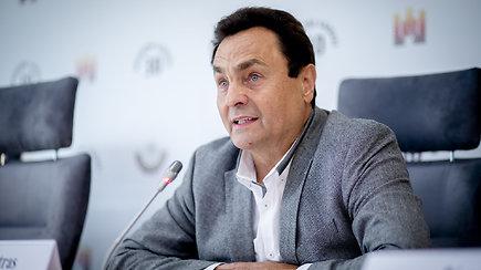 """Į Seimą atvyko nuo koronaviruso pasveikęs P.Gražulis: """"Nuo šiandienos jau turiu galimybių pasą"""""""