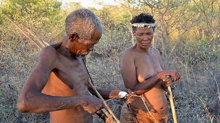 Išskirtiniai kadrai iš Namibijos: lietuvis pamatė vienos seniausių pasaulyje genčių gyvenimą
