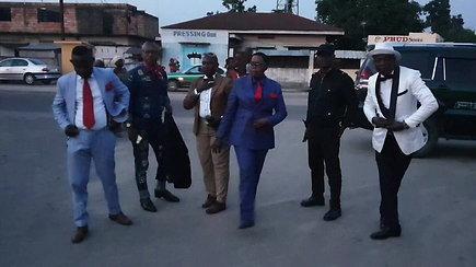 Le Sapeurs – Kongo dendžiai, išsiskiriantys puošnumu ir eisena