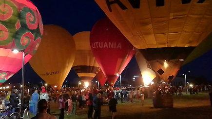 Naktinis oro balionų šou Lenkijos mieste Luke