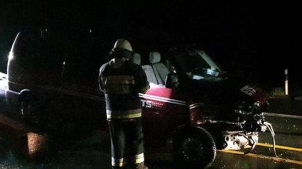 Dar viena Vilnius-Kaunas kelio remonto auka: vidurnaktį nepastebėjo kelio ženklų, dėl avarijos susidarė kamščiai