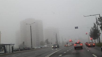 Antradienio rytą sostinę giliai apniaukęs rūkas neužsibuvo: drėgmę išgarins grįžtanti vasariška šiluma