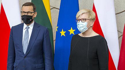 Lenkijos premjeras Vilniuje kvietė tautiečius skiepytis: tai leis greičiau grįžti prie normalaus gyvenimo