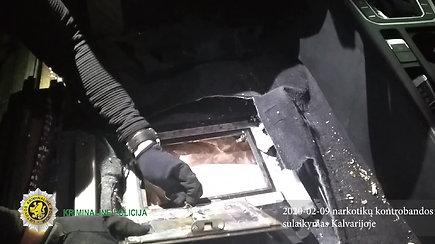 Marijampolės pareigūnai iš automobilio slėptuvių traukė 500 tūkst eurų vertės narkotikų kontrabandą